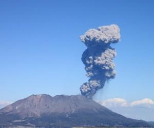 御岳桜島爆発的な噴火をしている。