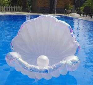 水原希子も注目【貝殻型浮き輪】『プカプカ』注目の的